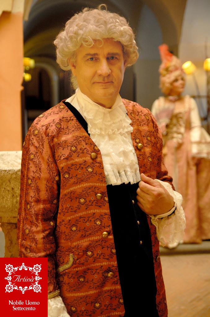 Costumi storici Settecento francese e veneziano • Artinà  6fc63318724