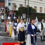 sfilata partecipanti gruppo popolano