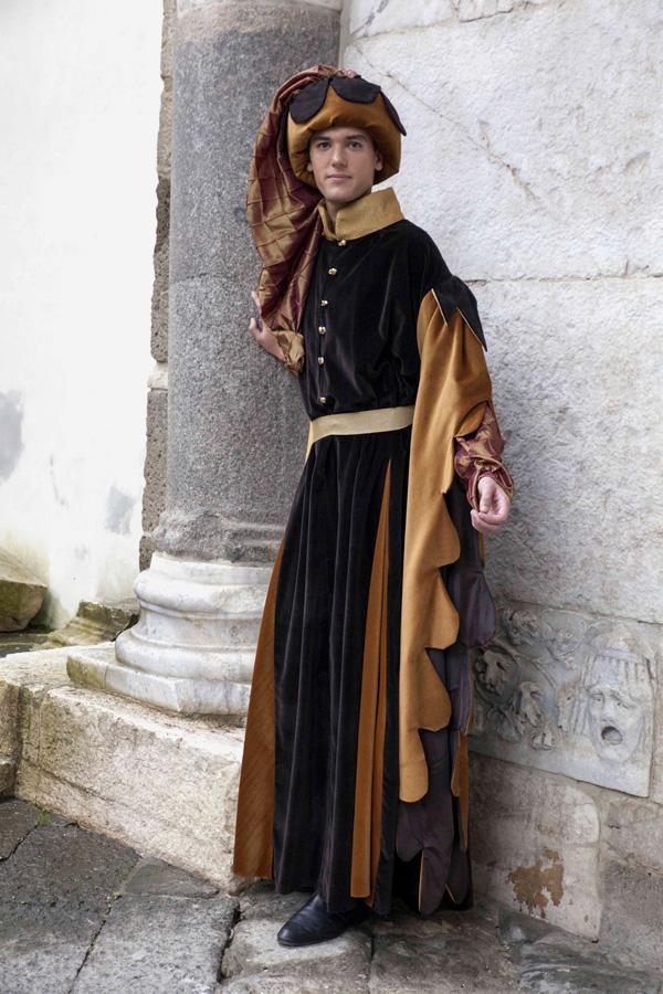 abito-medievale-florentino-(4)
