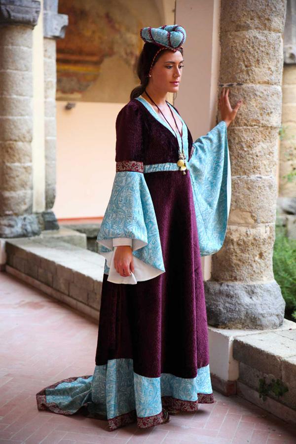 abito-medioevo-donna-berenice